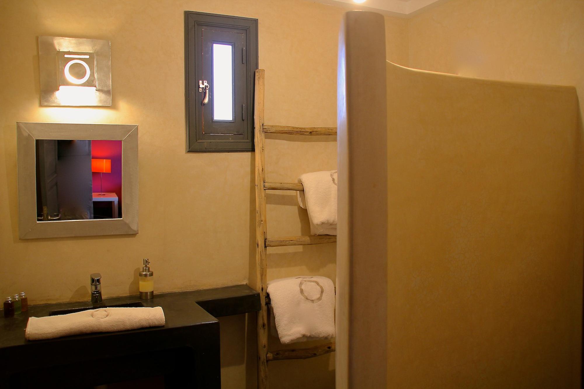 bathroom in luxury villa marrakech